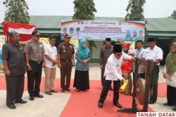 BUPATI TANAH DATAR CANANGKAN BHAKTI SOSIAL TNI KB Kes, HKG..