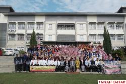 ROMBONGAN SISWA BERPRESTASI TANAH DATAR DISAMBUT MERIAH DI..