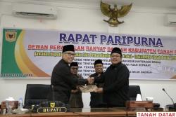 SIDANG PARIPURNA DPRD, BUPATI IRDINANSYAH SAMPAIKAN JAWABAN..