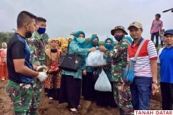 TNI BERSAMA MASYARAKAT MANUNGGAL BANGUN JALAN, TP PKK TANAH..
