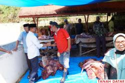 IBADAH QURBAN IKUT PUPUK TRADISI GOTONG-ROYONG MASYARAKAT