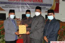 Plt. Bupati Zuldafri Jawab Pandangan Umum 8 Fraksi DPRD..