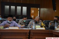 Bahas Perkembangan Terbaru, Bupati Zuldafri Pimpin Rapat..