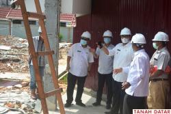 Wabup Richi Aprian Tinjau Pembangunan Gedung Rawat Inap..