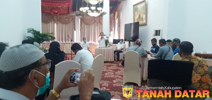 Silaturahmi dengan Wartawan, Bupati Eka Putra minta dukungan sosialisasi Prokes