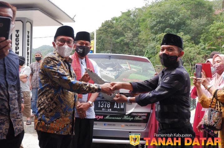 Iwatar Nusantara Hibahkan Satu Unit Mobil Operasional untuk Pemerintah Nagari Atar