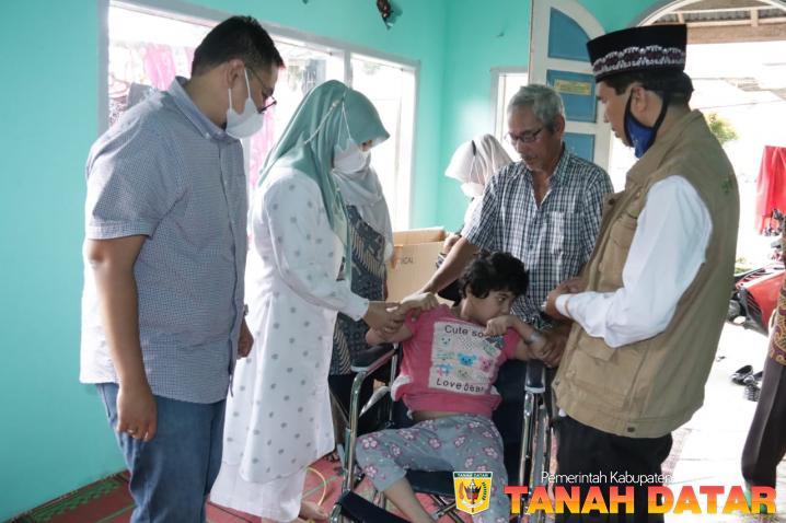 Najwa yang Menderita Lumpuh dapat Bantuan Kursi Roda