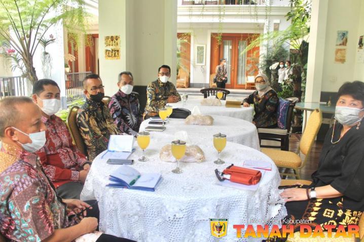 Bupati Eka Putra Silaturahmi ke Kediaman Bapak Jusuf Kalla