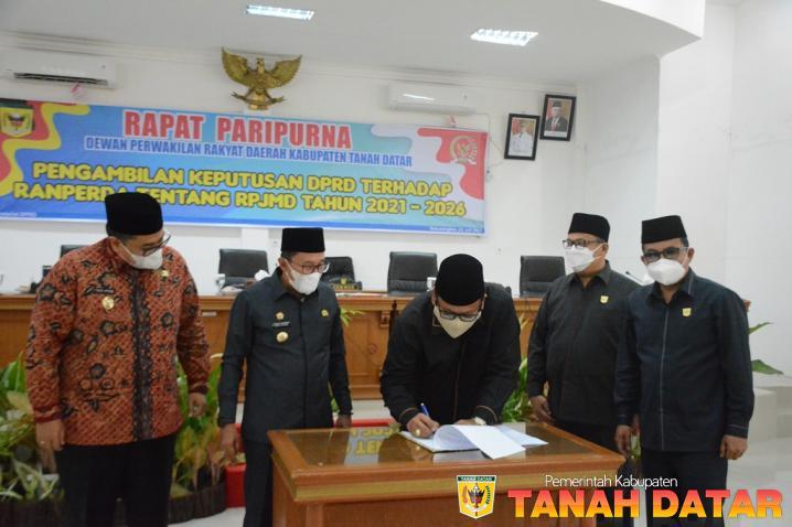 Paripurna DPRD Sepakati Ranperda RPJMD Kabupaten Tanah Datar 2021-2026