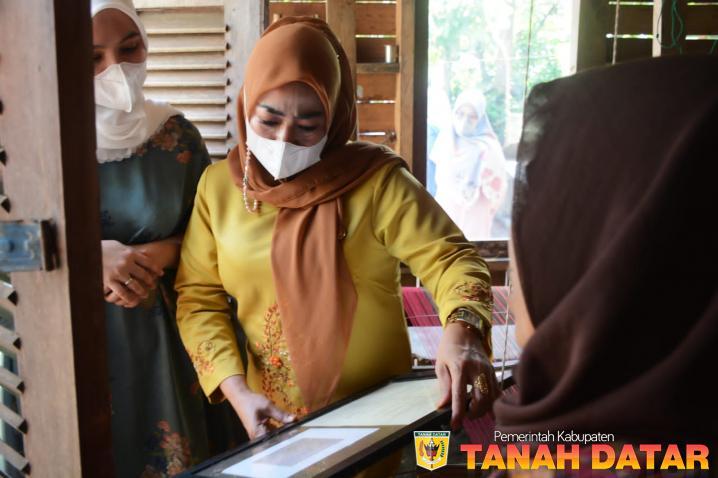 Ketua Dekranasda Ny. Lise Eka Putra, Motivasi Pengrajin Tetap Berproduksi