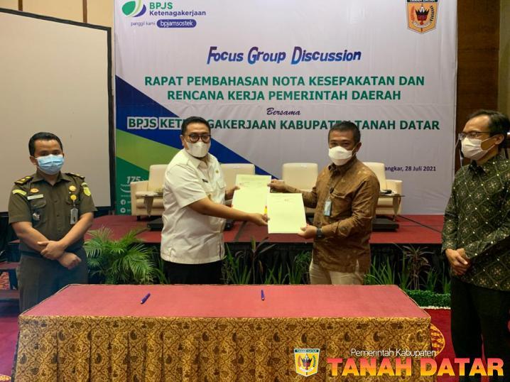 Tingkatkan Jaminan Perlindungan Sosial Ketenagakerjaan, Pemkab Tanah Datar dan BPJS Ketenagakerjaan Jalin Kerjasama